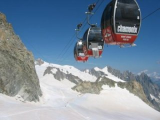 photo: the famous cable-car on top of the Mont Blanc